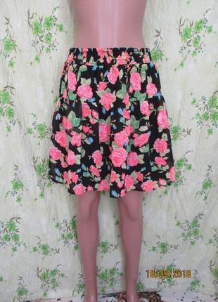 Яркая легенькая юбка в цветочный принт 48 размер