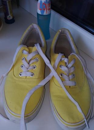 Фирменные кеды 38-39,желтого цвета