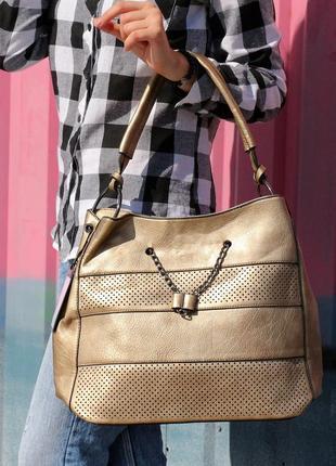 Красивая большая сумка на плечо, есть длинная ручка