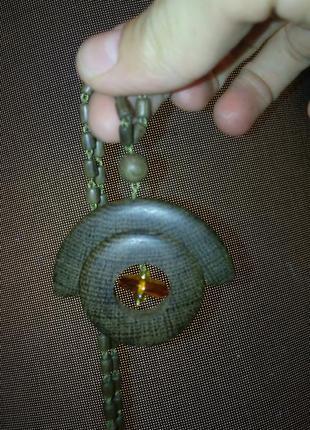 Кулон из дерева с натуральным камнем янтарь