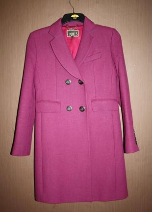 Яркое демисезонное пальто прямого покроя 48% шерсть, 42% вискоза hobbs