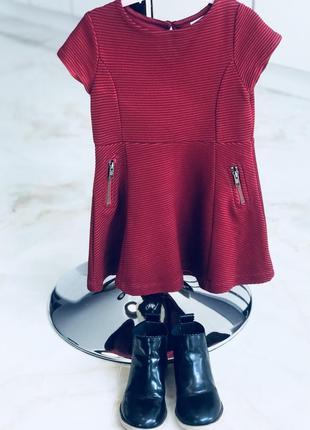 Красивое трикотажное платье бордового цвета