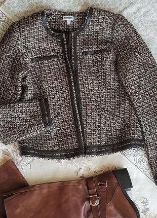 Красивый твидовый пиджак в стиле chanel