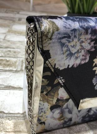 Трендовый и нереально красивый клатч в цветах с металлическим обрамлением