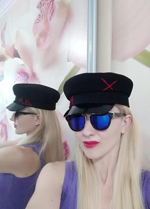 Женская трендовая кепи. капитанка. фуражка. кепка. картуз с лаковым козырьком.
