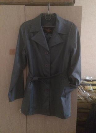 Плащ-куртку серый непромокаемый