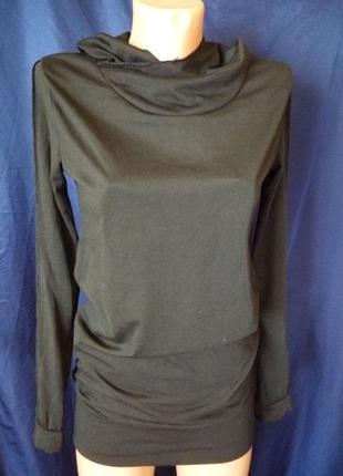 Кофта с капюшоном швы навыворот и дырками для для большого пальчика