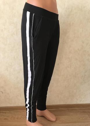 Штаны с лампасами лосины джоггеры чёрные спортивные с карманами