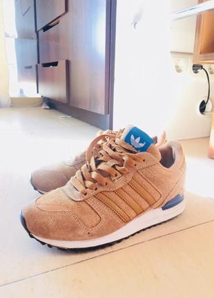 Осенние надежные кроссовки adidas