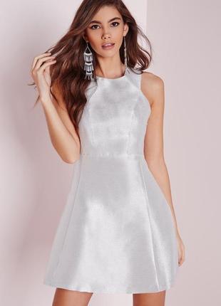Серебристое вечернее коктейльное расклешенное новогоднее платье missguided