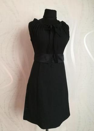 Идеальное маленькое черное платье а-силуэт италия