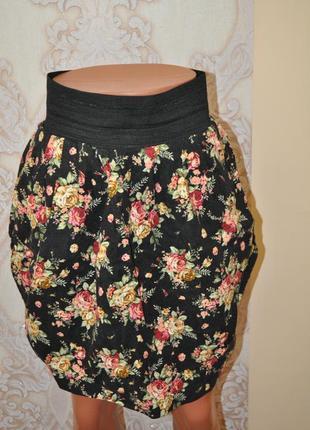 Черная юбка в цветах