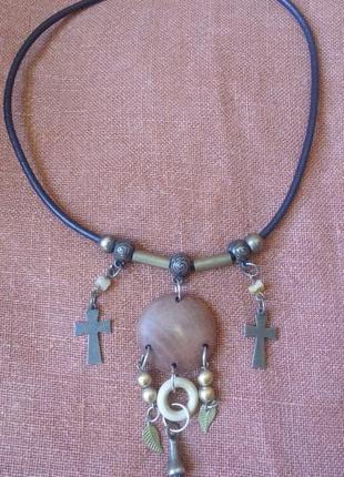 Кулон из дерева с крестиками