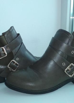 Ботинки челси с пряжками