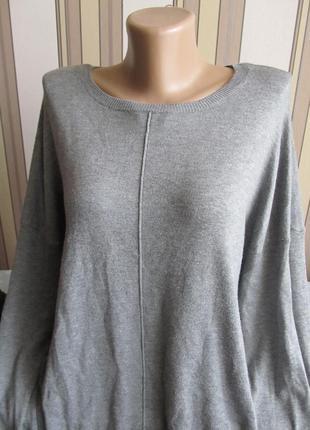 Свободный стильный удлиненный свитерок