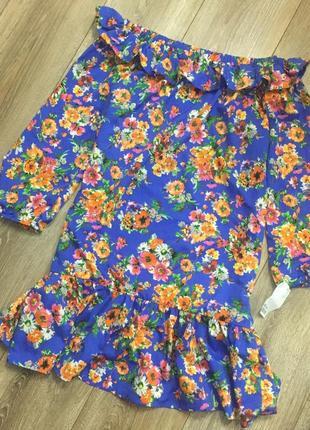 Стильна сукня на плечі