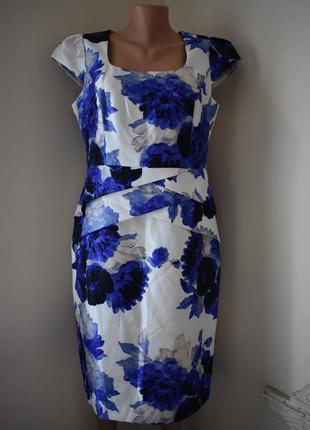 Красивое платье-футляр с принтом