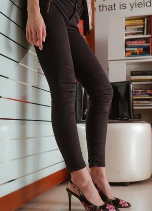 Черные штаны скинни zara (лосины, леггинсы, джеггинсы)
