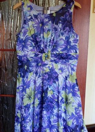 Очаровательное платье в цветочный принт миди