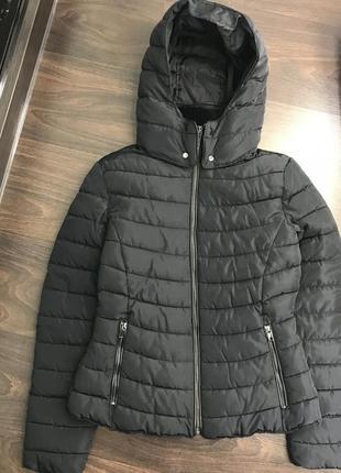 Стильная тёплая чёрная куртка дутик / куртка пуховик