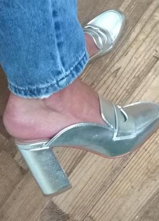 Серебряные мюли лоферы на устойчивом каблуке.24,5 см.