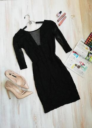 Красивое платье с сеткой и ажурными вставками