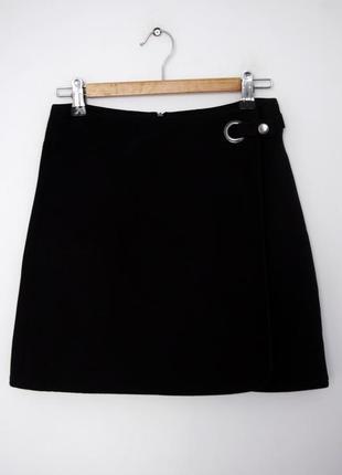 Черная юбка с металлическим кольцом сбоку от topshop