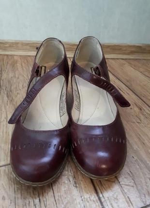 Кожаные туфли.подошва полиуретан.прошиты. качество супер.стелька 22.5 см.каблук 5.5 см