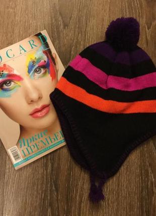Яркая модная шапка с англии