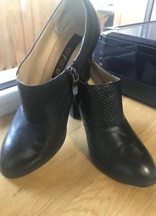 Осенние кожаные туфли на каблук