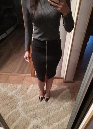 Черная юбка с замочком  карандаш миди размер с-м