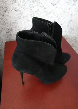 Шикарные ботиночки на высоком каблуке! 36р.
