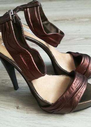 Шикарные бронзовые босоножки new look!