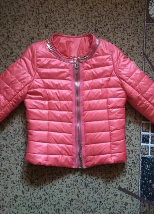 Яркая куртка moncler