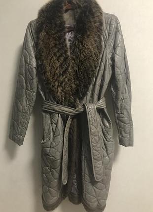 Кожаное крутое пальто