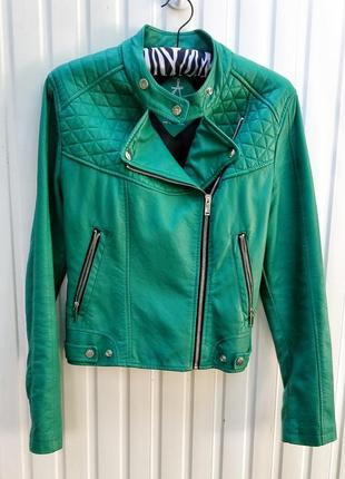 Кожаная куртка зеленого цвета atmosphere