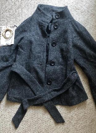 Укорочённое пальтишко с объемными рукавами