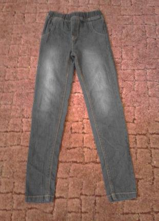 Тоненькие узкие джинсики на резинке