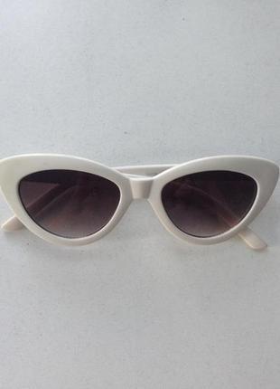Бедые солнечные очки кошачий глаз