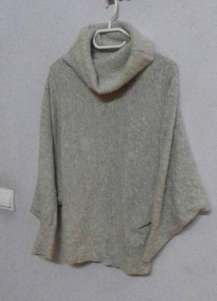 Базовый свитер с объемным воротником