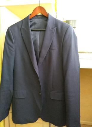 Стильный синий костюм arber