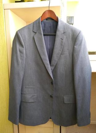 Стильный серый костюм arber