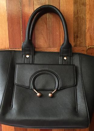 Классическая чёрная сумка с кольцом