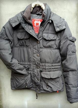 Отличная фирменная  куртка на холодную осень