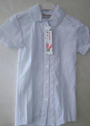 Школьная блуза с кружевной вышивкой
