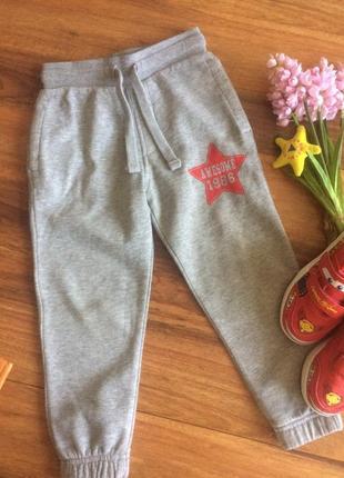 Шикарные спортивные штанишки,джоггеры, брючки для парнишки george 3-4 года.