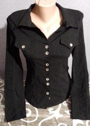 Черная рубашка с длинным рукавом