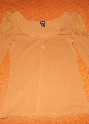 Блуза h&m с кружевной вставкой на рукавах.