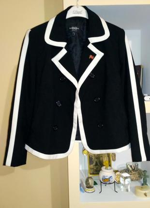 Піджак чорно-білого кольору