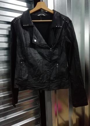Черная куртка - косуха promod с клепками